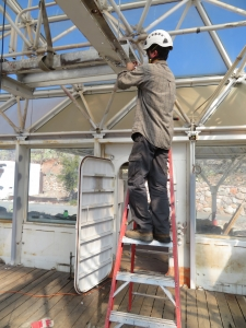 Kai Staats lowering the heat exchanger platform at SAM, by Trent Tresch